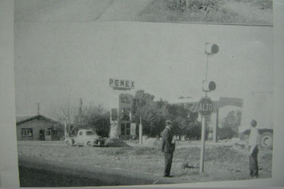 Entrada a la Ciudad de Cadereyta en el año de 1970, en este lugar en los años 50s estuvo un Campo de Baseball llamado Llanitos