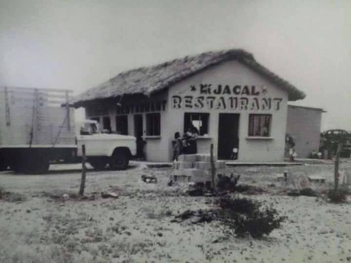 """Restaurant """"Mi Jacal"""" en Cadereyta, fundado por el Sr. Don Ligorio García (q.e.p.d. ), ubicado por la Carretera Libre a Reynosa, Km.26, Año de 1962 aprox. foto cortesía del Sr. José Daniel Rodríguez."""